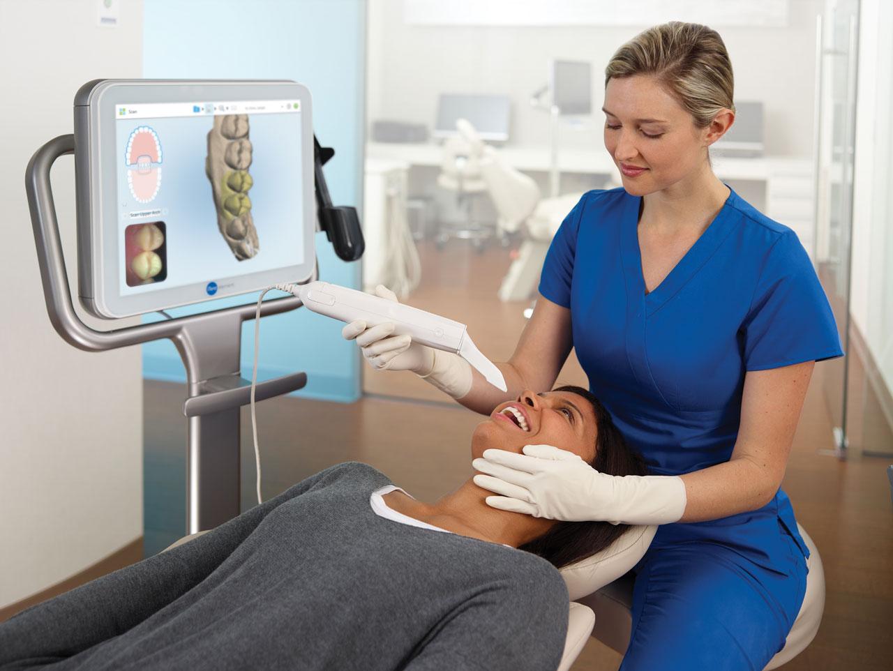 Assistant-Scanning-Patient-Large-2_web